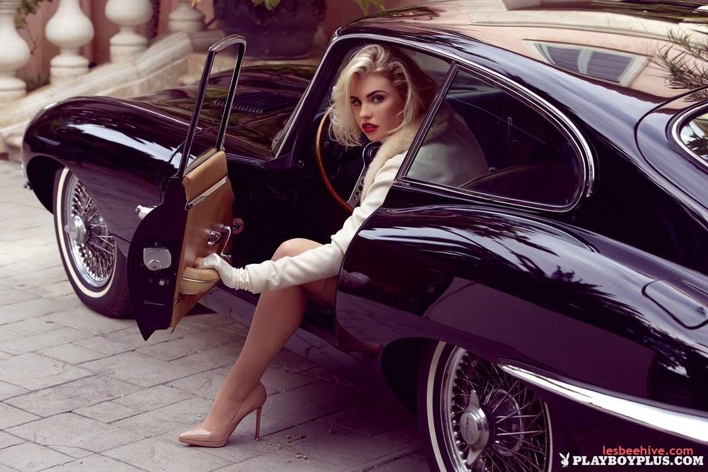 Секс ретро в автомобиле